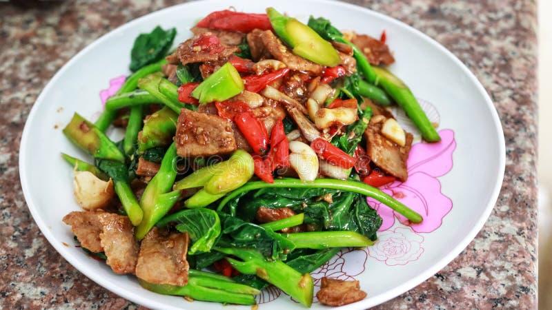 Vegetarian för gräsplan för stekt kött och kinesgrönkål arkivfoto