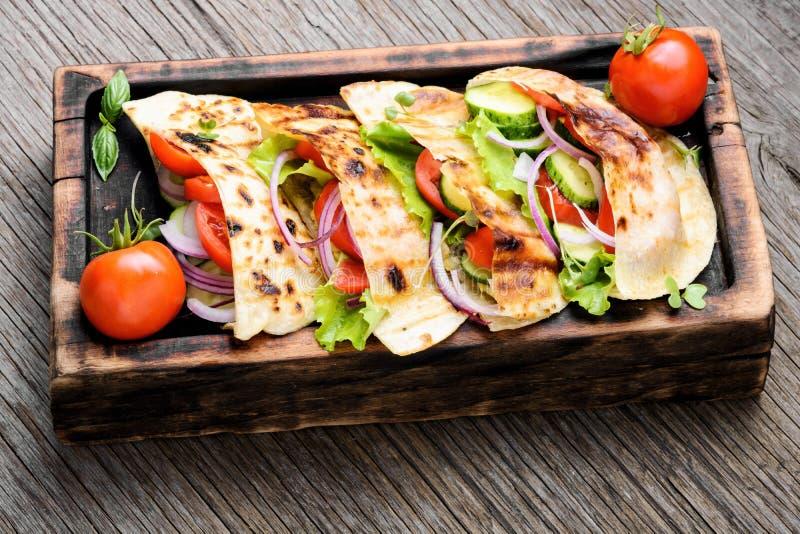 Vegetarian Pita Sandwich royaltyfria foton