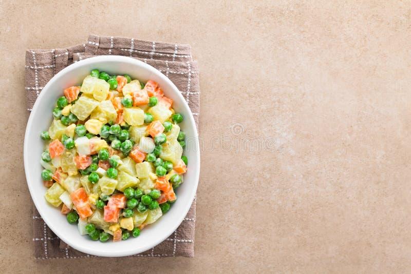 Vegetarian Russian eller Olivier Salad royaltyfri fotografi