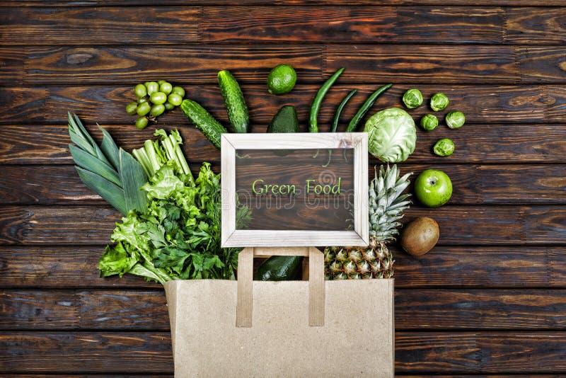 Vegetariano, sacco di carta, prodotti verdi, vista superiore Disposizione piana, spazio della copia, dieta, pasto, fotografia stock libera da diritti