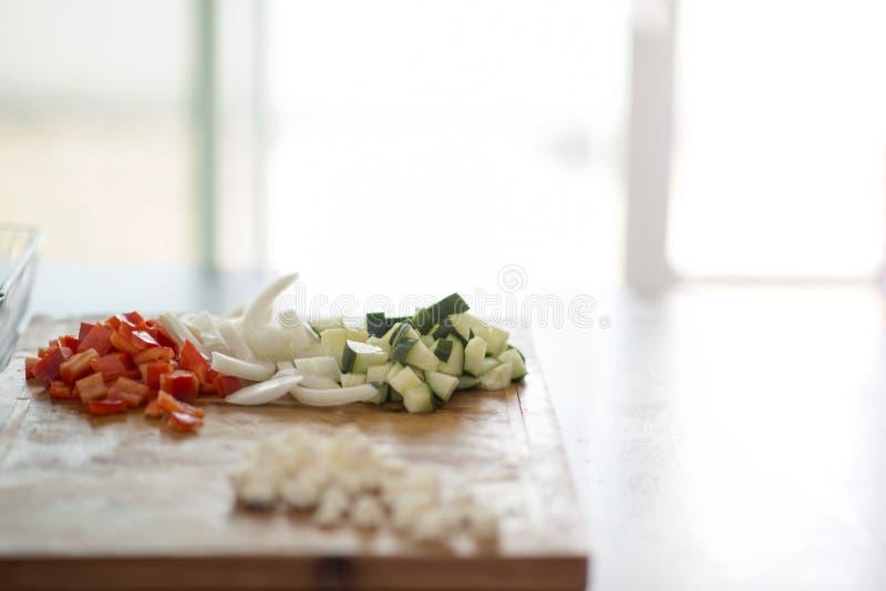 Vegetarianos frescos prontos para a salada fotos de stock royalty free