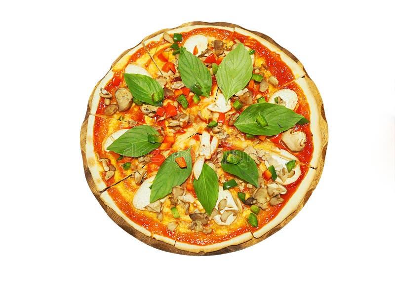 Vegetarische die pizza op witte achtergrond wordt geïsoleerd stock afbeelding