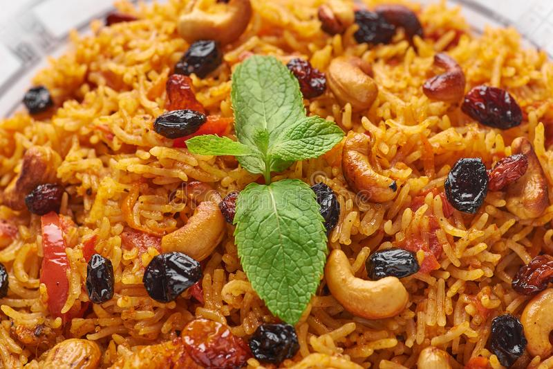 Vegetarische kabsa Ramadanvoedsel Kabsa is traditionele Saoediger - Arabische keukenschotel royalty-vrije stock afbeeldingen
