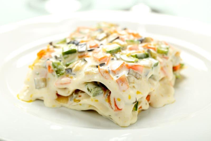Vegetarische Lasagne mit Gemüse und Käse stockbild