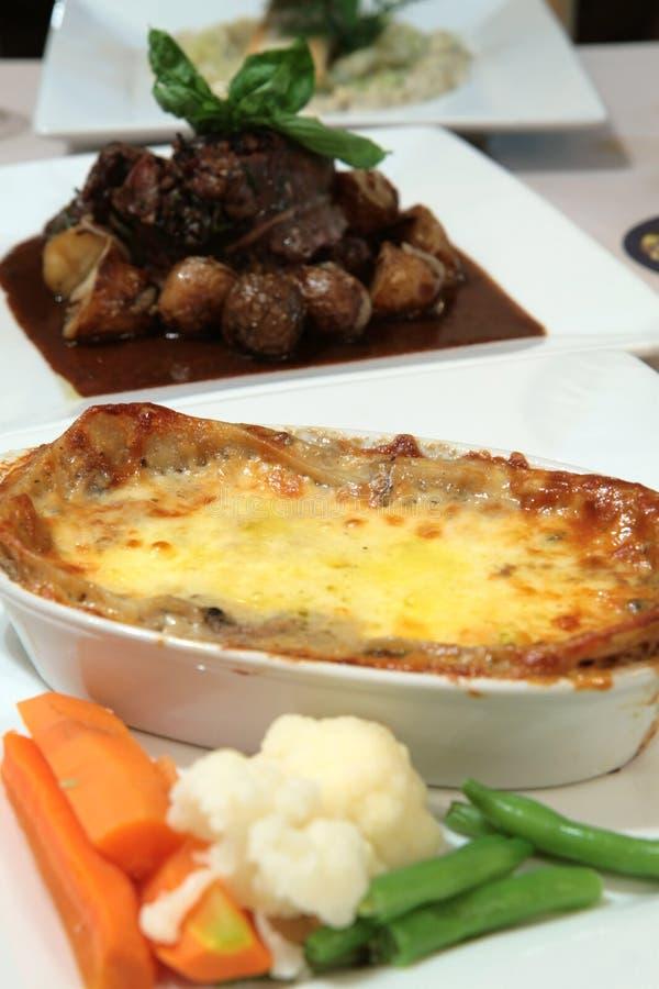 Vegetarische Lasagne mit Teigwaren und Käse lizenzfreies stockbild
