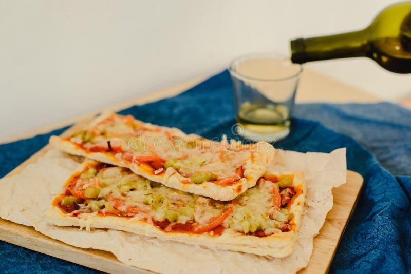 Vegetarische rechteckige Pizza lizenzfreies stockfoto