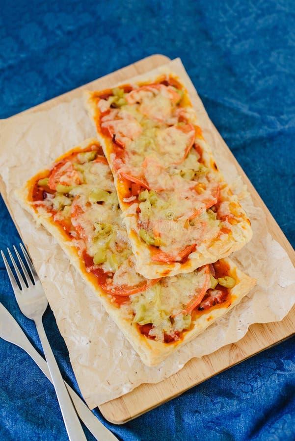 Vegetarische rechteckige Pizza lizenzfreie stockfotos