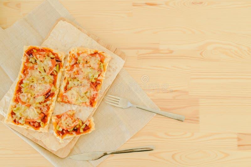 Vegetarische rechteckige Pizza stockfoto