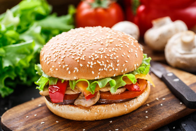 Vegetarischer Burger lizenzfreie stockbilder