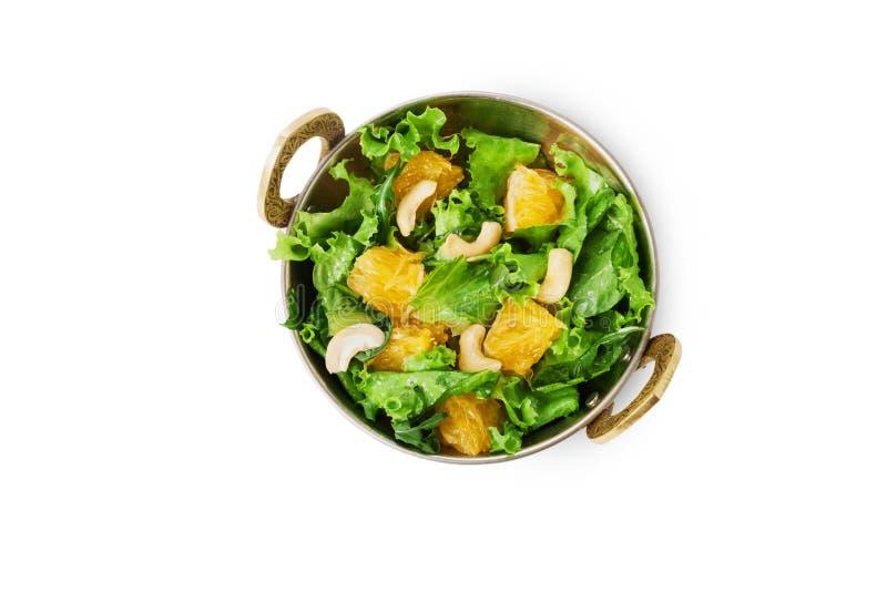 Vegetarischer indischer Restaurantteller, frischer Acajoubaum und orange Salat lokalisiert lizenzfreie stockbilder