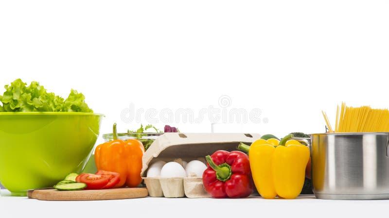 Vegetarisches Nahrungsmittel lokalisiert auf Weiß lizenzfreie stockfotos