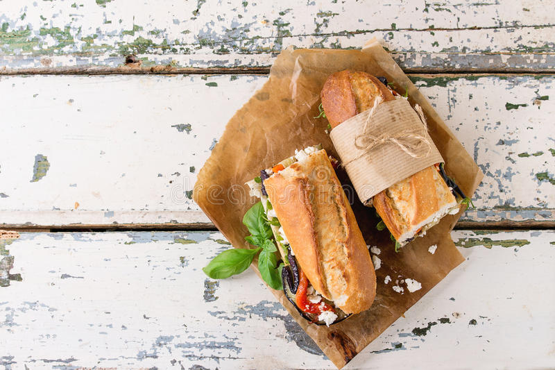 Vegetarisk bagettsmörgås royaltyfri foto