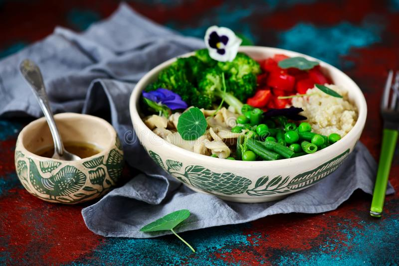 Vegetarisk salladBuddhabunke arkivfoton