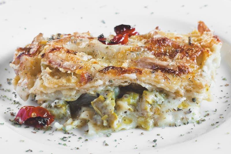 Vegetariska lasagner royaltyfri fotografi