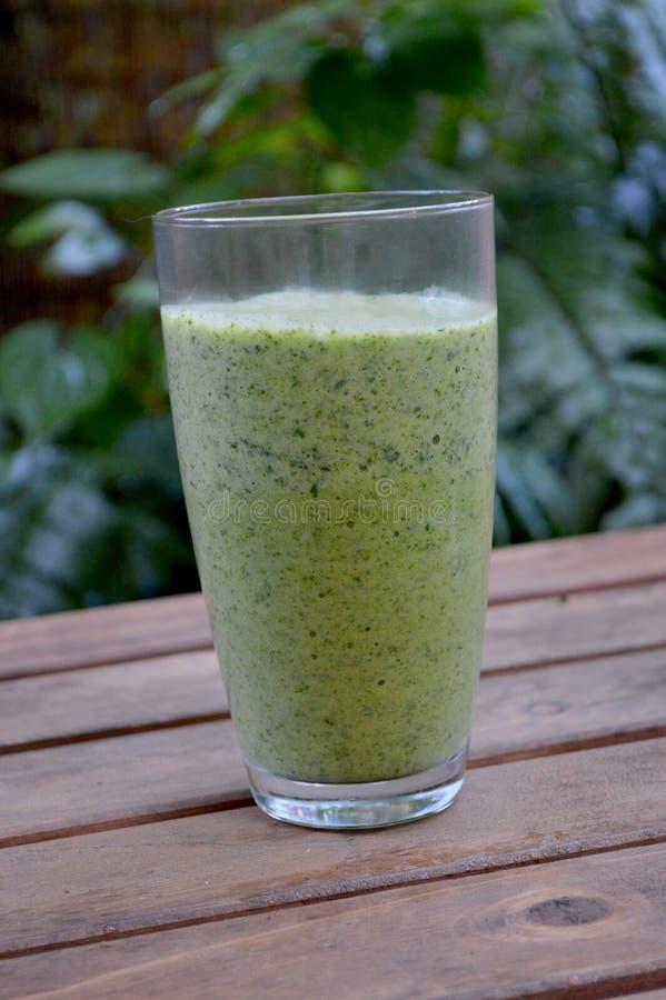 Veggie groene smoothie royalty-vrije stock afbeelding