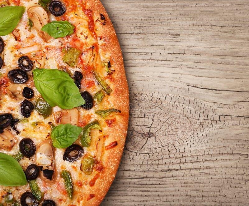 Veggie pizza z warzywami obraz royalty free