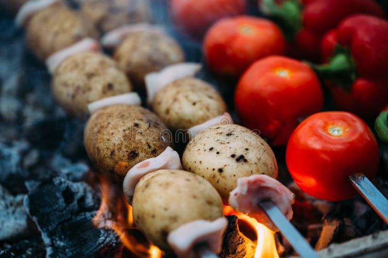 Veggies på grillfesttomater, röd spansk peppar arkivbilder
