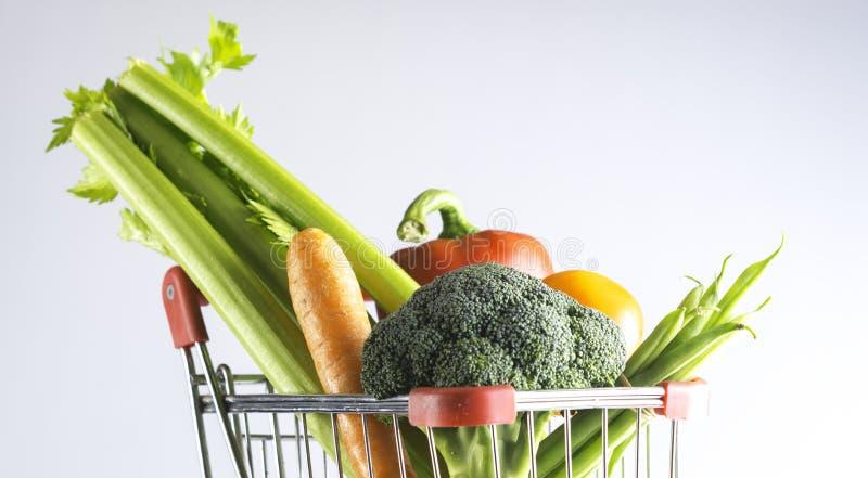 Veggies w wózek na zakupy zdjęcie stock
