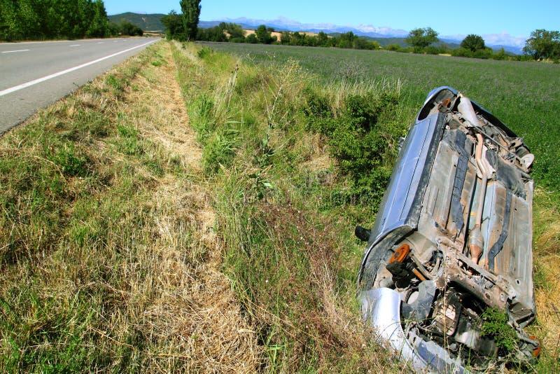 Vehículo al revés del accidente del choque de coche fotos de archivo libres de regalías