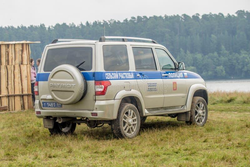 vehículo campo a través Ruso-hecho para la policía del pueblo en el pueblo foto de archivo libre de regalías