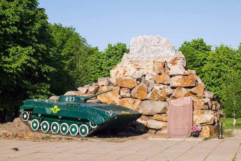 Vehículo de combate de la infantería BMP-2. Monumento a los soldados matados en el Af imágenes de archivo libres de regalías