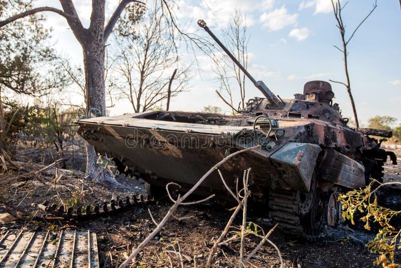 Vehículo de combate destruido de la infantería, consecuencias de las acciones de la guerra, conflicto de Ucrania y de Donbass imágenes de archivo libres de regalías
