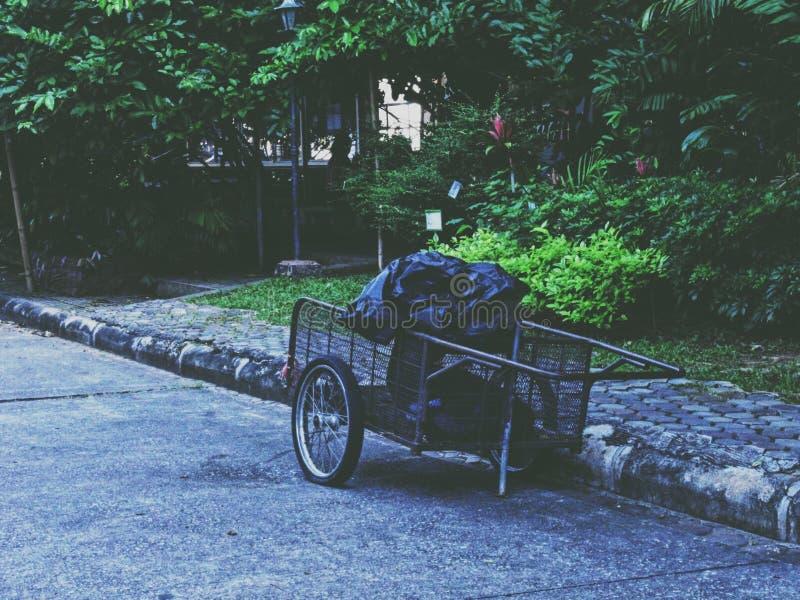 Vehículo de la colección de basura fotografía de archivo libre de regalías