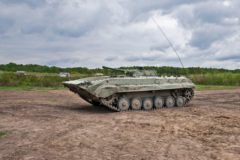 Vehículo de lucha de la infantería que ataca imágenes de archivo libres de regalías