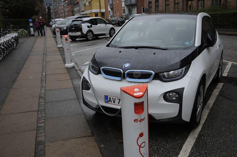 VEHÍCULO ELÉCTRICO DE BMW DEL ALEMÁN fotografía de archivo