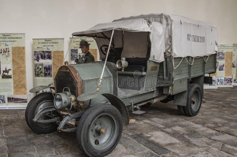 Vehículo histórico del ejército italiano fotografía de archivo