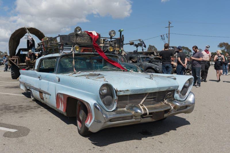 vehículo Posts-apocalíptico de la supervivencia foto de archivo