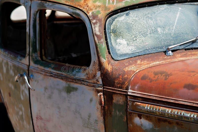 Vehículo viejo, antiguo, oxidado, difunto imagen de archivo libre de regalías
