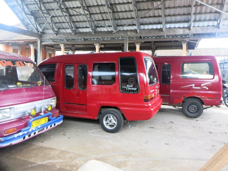 Vehículos de transporte público en Indonesia foto de archivo
