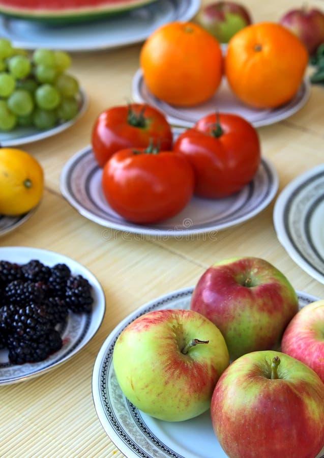 Vehículos y fruta coloridos foto de archivo libre de regalías