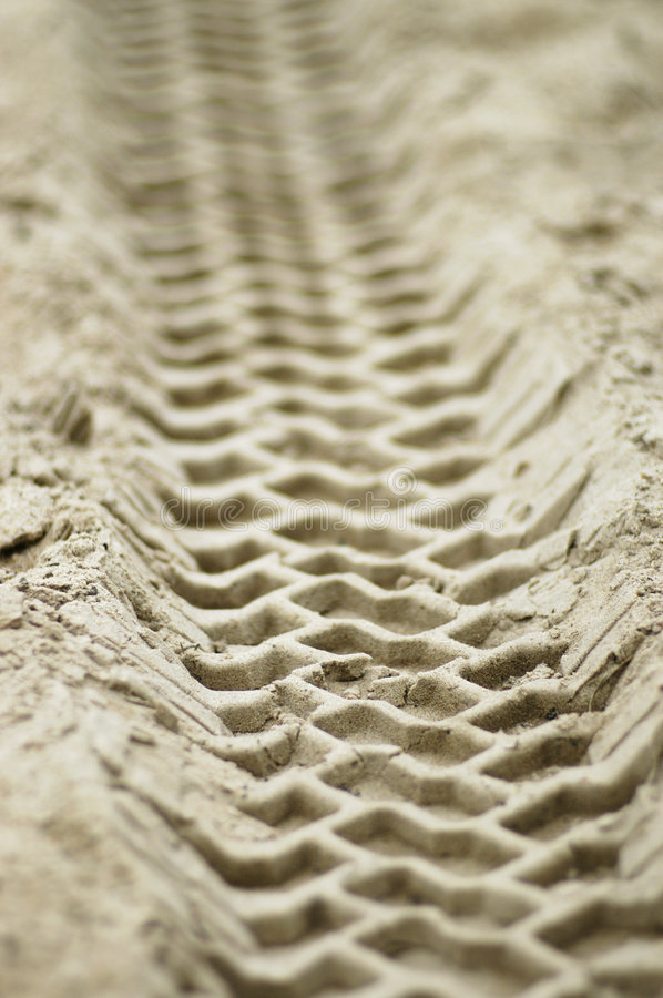 Free Vehicle Tracks In Sand Royalty Free Stock Photography - 877487