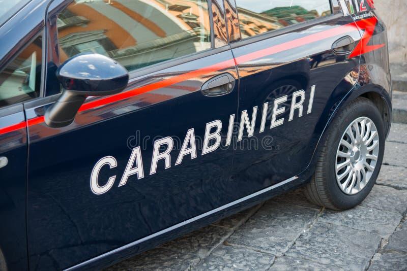 Veicolo delle forze di polizia italiane di Carabinieri immagini stock libere da diritti