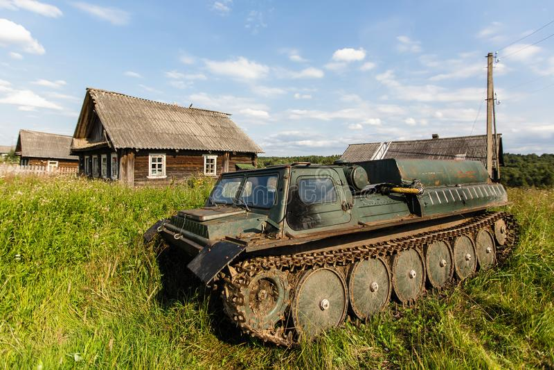 Veicolo per qualsiasi terreno abbandonato nella retroterra russa fotografia stock libera da diritti