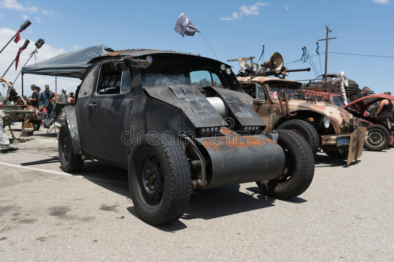 Veicolo post-apocalittico di sopravvivenza di Volkswagen Beetle immagini stock