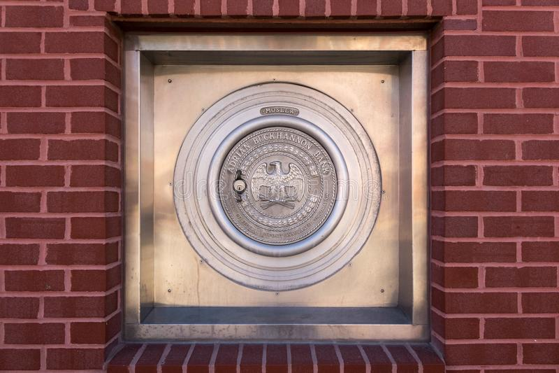 Veilige kluis in muur van Adrian Buckhannon-bank royalty-vrije stock foto