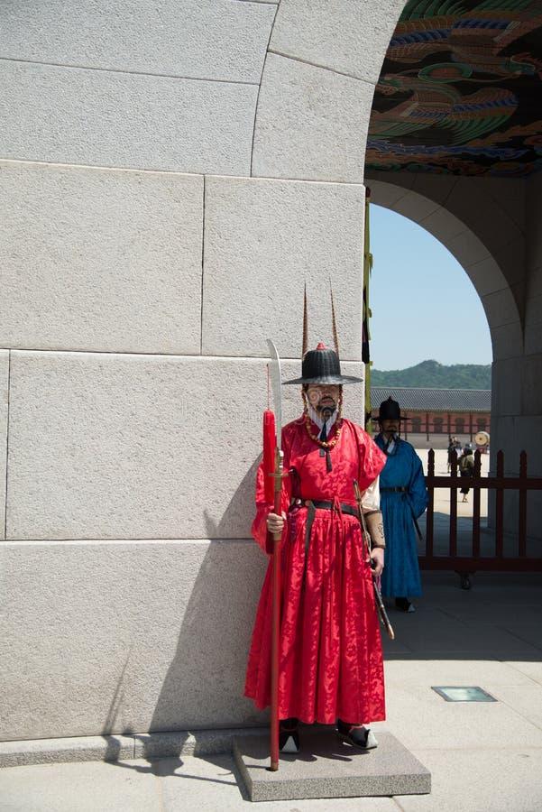 Veiligheid bij Poort van Gyeongbokgung-Paleis in Seoel Zuid-Korea royalty-vrije stock foto