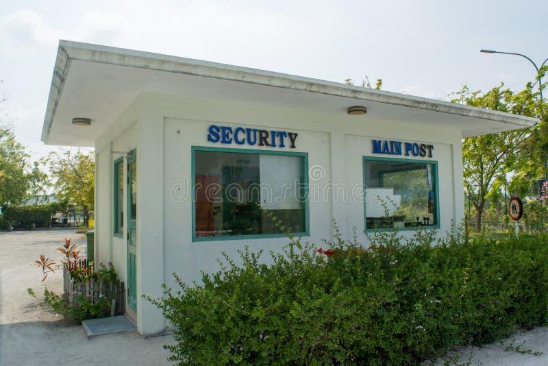 Veiligheids hoofddiepost bij de luchthaven bij het tropische eiland Maamigili wordt gevestigd royalty-vrije stock foto