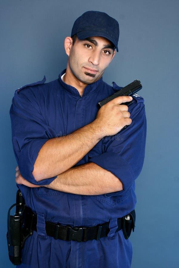 Veiligheidsagent die zich in eenvormig bevindt royalty-vrije stock foto