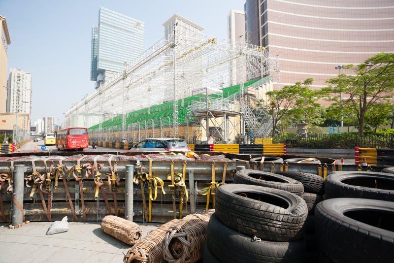 Veiligheidsbarrières voor het rennen van Macao G worden geïnstalleerd dat royalty-vrije stock afbeelding