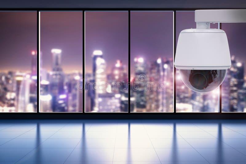 Veiligheidscamera of kabeltelevisie-camera in bureau stock foto's