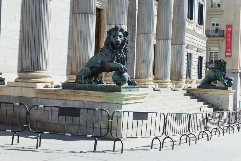 Veiligheidsomheiningen rond het Spaanse Parlement Madrid 03 07 2019 stock foto