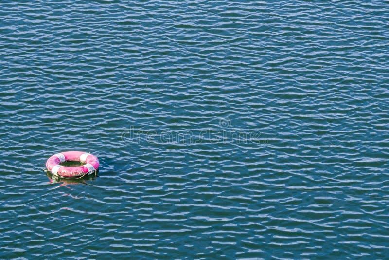 Veiligheidstorus in het water stock foto