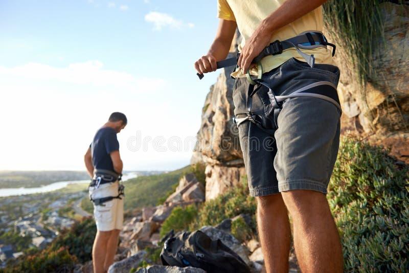 Download Veillant Ils Ne Tombent Pas Photo stock - Image du voyage, adulte: 45370628