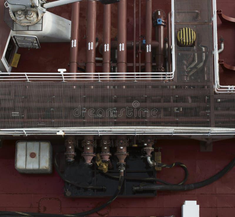 Veiw superiore della conduttura di rifornimento di carburante del combustibile della nave riempie la valvola del motore immagini stock libere da diritti