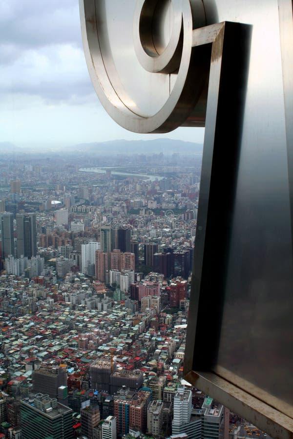 Veja do arranha-céus de Taipei 101 em Taipei, Taiwan imagem de stock