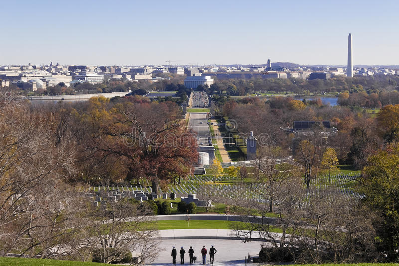 Veja eastwards do cemitério nacional de Arlington para Lincoln Memorial, Washington DC fotografia de stock